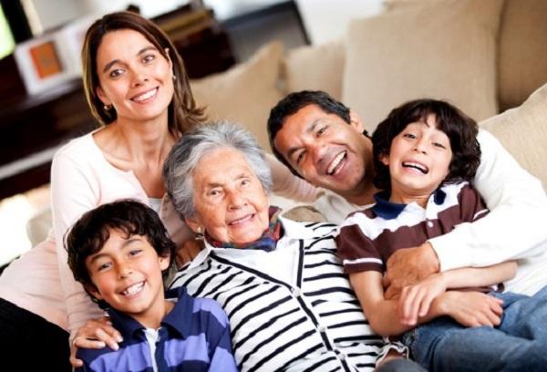 Los abuelos con su experiencia ayudan a familia y sociedad